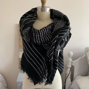 Zara Huge Scarf or Wrap (h)